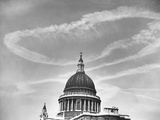 Contrails over St Paul's Dome