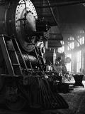 Locomotives in Roundhouse Papier Photo par Jack Delano