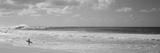 Surfeur sur la plage, North Shore, Oahu, Hawaii, Etats-Unis Papier Photo