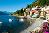 Houses at Waterfront with Boats on Lake Como, Varenna, Lombardy, Italy Papier Photo par Green Light Collection