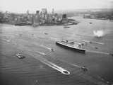 Queen Elizabeth Sailing Through New York Harbor