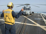 Boatswainâs Mate Signals to the Pilot of an Mh-60R Sea Hawk