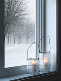 Cozy Lanterns and Winter Landscape Seen Through the Window Papier Photo par GoodMood Photo