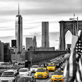 Yellow Taxi on Brooklyn Bridge Overlooking the One World Trade Center (1WTC) Papier Photo par Philippe Hugonnard