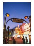 Metro Moulin Rouge Paris