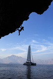A Climber  Without Ropes  Scales an Overhang