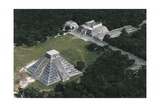 Mexico  Yucatan  Chichen Itza  Mayan Archeological Site  Temple of Warriors and Temple of Kukulkan