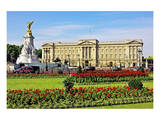 Buckingham Palace with Memorial for Queen Victoria  London  South of England
