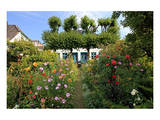 Garden with Country House in the Urban District of Blankenese  Hamburg  Germany