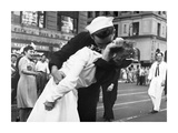 Kissing the War Goodbye in Times Square  1945  I