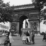Selling Ice-Cream  Arc de Triomphe  Paris  c1950