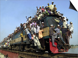 Bangladeshi Muslim Pilgrims Crowd a Train as They Return Home after Three-Day Islamic Congregation