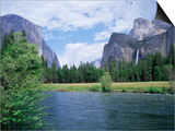 Bridalveil Falls (620 Feet) and the Merced River  Yosemite National Park  California USA