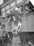 Us Army Recruits Bid Farewell to Family before the Train Journey to Training Camp  1917