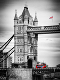 Tower Bridge with Red Bus in London - City of London - UK - England - United Kingdom - Europe Papier Photo par Philippe Hugonnard