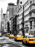 NYC Yellow Taxis / Cabs on Broadway Avenue in Manhattan - New York City - United States Papier Photo par Philippe Hugonnard