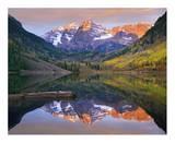 Maroon Bells peaks reflected in Maroon Lake  Snowmass Wilderness  Colorado