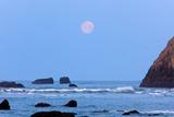 Moon Set over Rock Formations at Low Tide  Bandon Beach  Oregon  USA