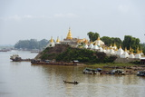 Shwe Kyet Yet Temple and Ayeyarwady (Irrawaddy) River  Mandalay  Myanmar (Burma)  Asia