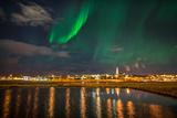 Aurora Borealis or Northern Lights, Reykjavik, Iceland Papier Photo par Green Light Collection