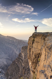 Oman  Wadi Ghul  Jebel Shams the Grand Canyon of Oman  Tourist on the Edge