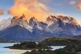 Chile, Patagonia, Torres Del Paine National Park (Unesco Site), Lake Peohe Papier Photo par Michele Falzone