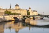 Huissiers-Audienciers Du Tribunal De Commerce De La Seine and the Conciergerie