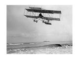 Der belgische Pilot Charles van den Born in einem Flugzeug von Farman  1910