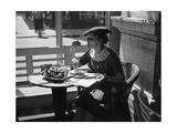 Frau in einem Cafe in Wien  1930er Jahre