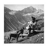 Jäger mit zwei Hunden  um 1935