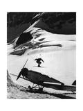 Skisprung über ein Propellerflugzeug  1935