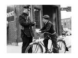 Polizeikontrolle eines Radfahrers in Amerika  1938