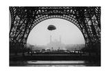 Experimente mit einem Fallschirm am Eiffelturm  1913