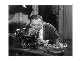 Mann an einer Nähmaschine  1930er Jahre