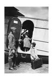 Zwei Kinder an einem Flugzeug der Lufthansa  1928