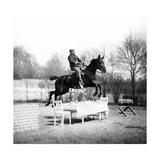 Sprung über einen Tisch  1907