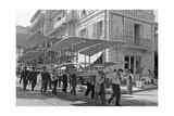 Flugmaschine von Roger Ravaud wird in Monaco zu Wasser getragen  1909
