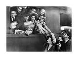 Ein französisches Theaterensemble beim Abschied  1943