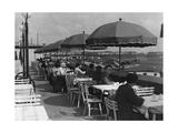 Gäste auf der Terrasse des Flughafenrestaurants Berlin-Tempelhof  1936