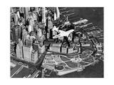 Der Pilot Frank Hawks in seinem neuen Sportflugzeug über New York City  1937