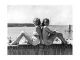 Zwei junge Frauen posieren am Wannsee  1939