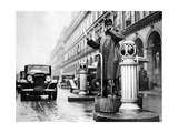 Verkehrspolizist in Paris  1936