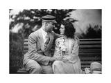 Paar auf einer Bank  1930-1931