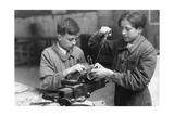 Junge Elektriker während ihrer Ausbildung in Paris  1941