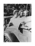 Drei Mädchen auf dem Notsitz eines Cabrios  1933