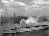 British Liner  Queen Mary  Arrives in New York Harbor  June 20  1945  with US Troops from Europe