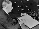 Franklin Roosevelt Signing Pact Establishing the First Un Relief Agency on Nov 9  1943