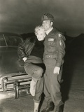 Marilyn Monroe Poses with a US Soldier in Korean During Her USO Tour