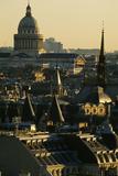 Vue sur les toits de Paris et le dôme du Panthéon