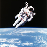 Us Astronaut Bruce Mccandless Spacewalking  1984